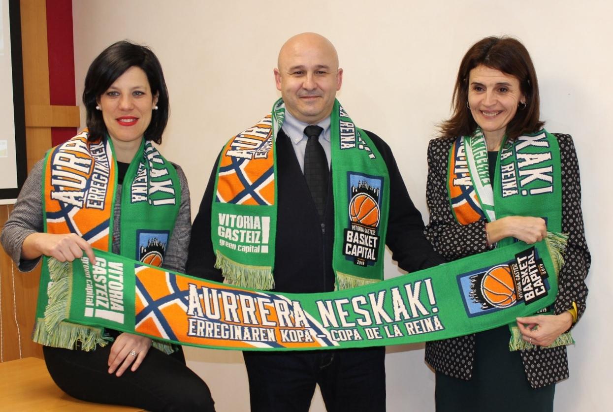 Presentación de la bufanda en apoyo a Araski en la Copa de la Reina